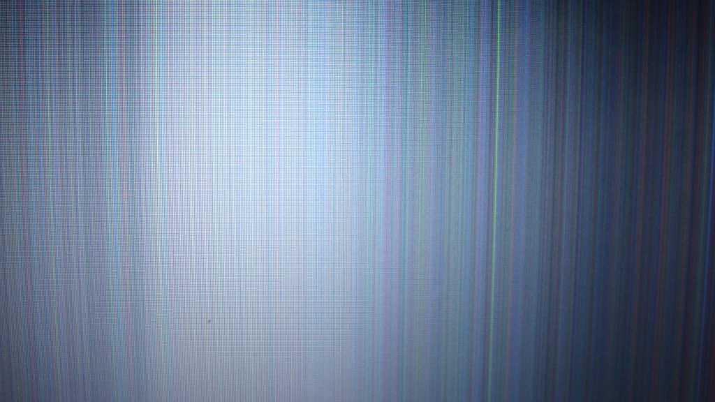 белый экран с тоненькими полосками